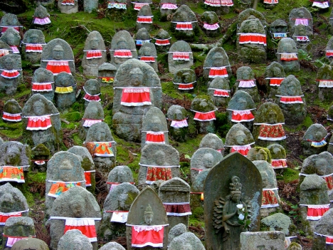 Statues de pierre du bodhisattva Jizo - temple de Kiyomizu - Kyoto - région du Kansai - Japon