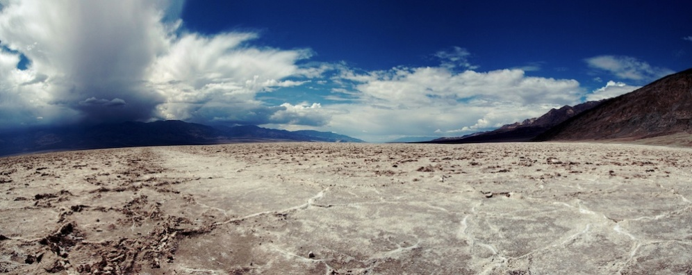 Panoramique de la Vallée de la Mort depuis Badwater - Death Valley National Park - Californie
