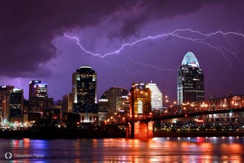 Lightning strikes, storm, éclair, foudre, Cincinnati, Ohio