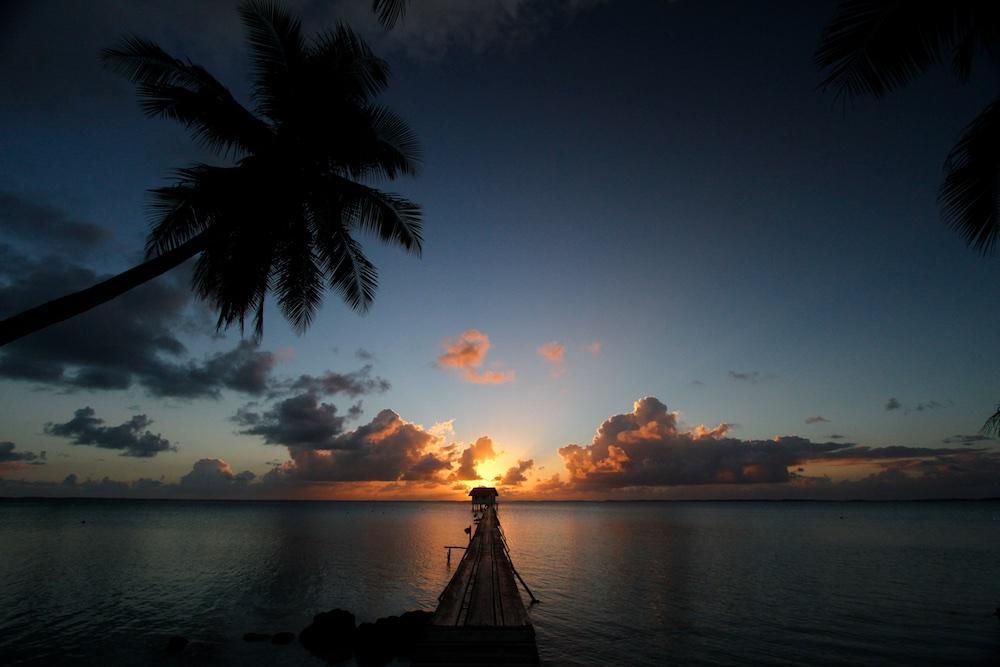 Sunshine, Ahe, Tuamotu